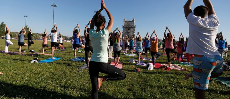 Participants perform yoga during World Yoga Day near Belem tower in Lisbon, Portugal June 21, 2016.  REUTERS/Rafael Marchante - RTX2HGPR