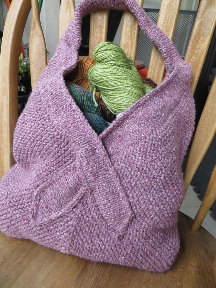 Free Knitting Pattern for Tote for a Cause - The design of this tote is inspired by the ribbon worn to support the fight against breast cancer. Designed by verybusymonkey who suggests you donate to your favorite cause if you want to show your appreciation for the pattern.