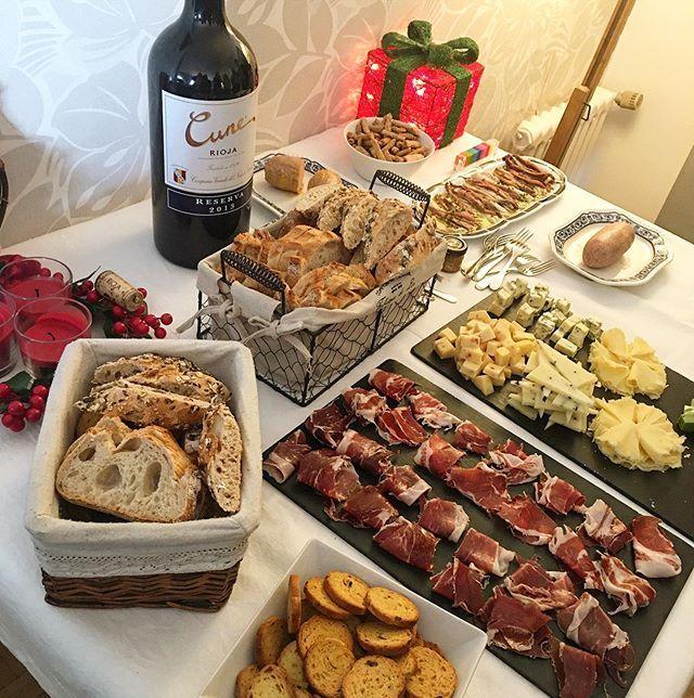 Maravillosa Celebración De Navidad En Una Gran Familia Aperitivo Formado Por Jamón Ibérico Quesos Surtidos Foie Mit Cuit Ma Rioja Food Cheese Board