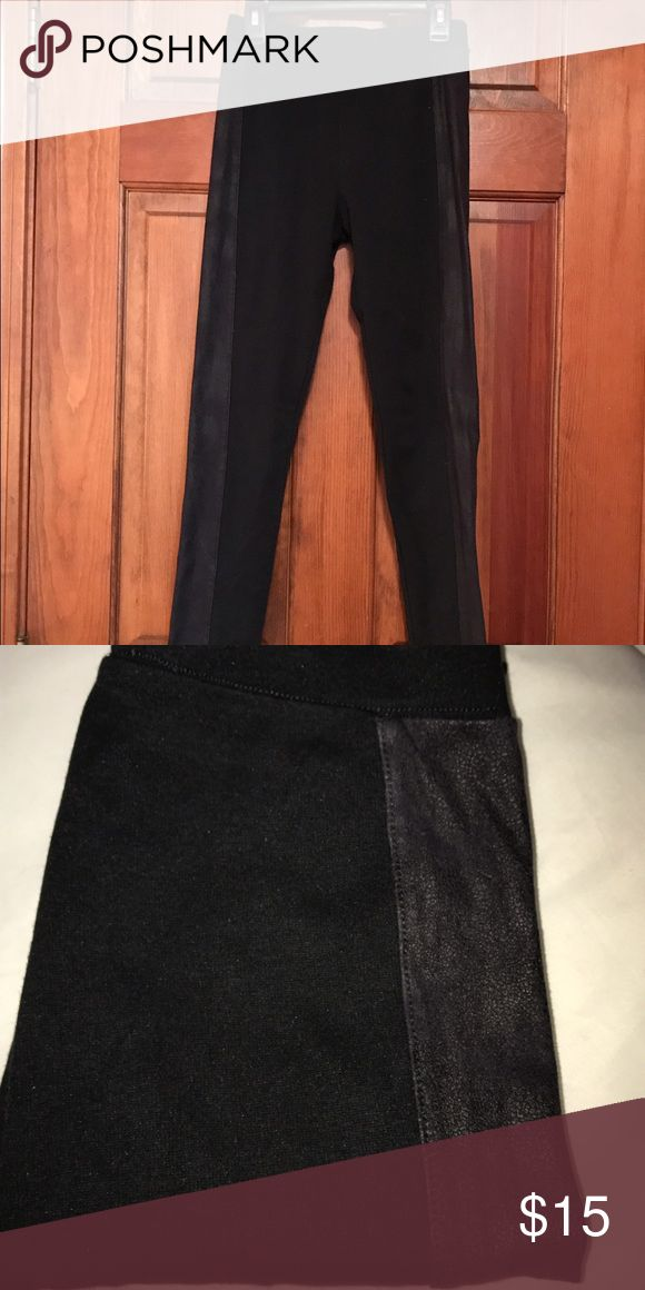 Hollister leggings Size xs tuxedo style leggings in great condition. Hollister Pants Leggings