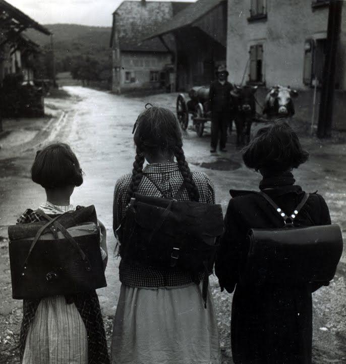 Robert Doisneau Les Ecolieres, Alsace, 1945