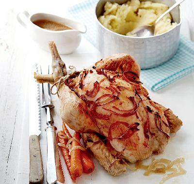 Hozzávalók   1 kisebb csirke (1,3–1,6 kg) 2 hagyma vékonyra szeletelve 3 gerezd fokhagyma 10 cm-es gyömbér meghámozva 4 csillagánizs 1 ek. CI V ITA kukoricaolaj 1 csirkehúsleves-kocka (1/2 l vízben megfőzve) 2 sárgarépa félbevágva és darabolva 2 ek. szójaszósz 2 tk. barna cukor 500 g burgonya meghámozva  és kisebb...