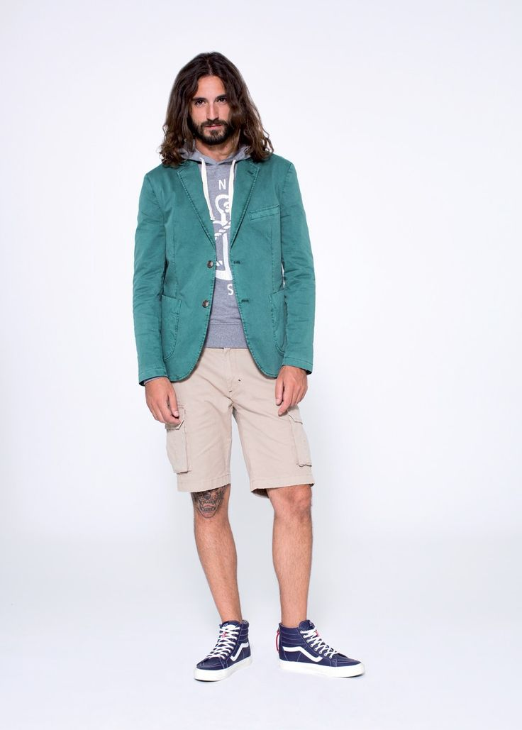 A printed grey hoodie under a green cotton jacket and a pair of beige shorts with side pockets. SUN68 Man SS15 #SUN68 #SS15 #man #jacket #shorts