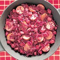 Recept - Rode-koolschotel met appel en rookworst - Allerhande