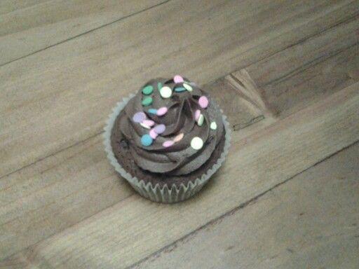 Chocolate confetti cupcakes