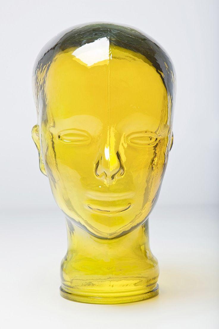 Cabeça decorativa de vidro amarelo, Medidas aproximadas: Altura 28cm x Comprimento 16 x Largura 18cm,   Material: vidro,  Cor: Amarelo