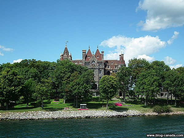 Château de Boldt sur l'île d'Heart Island de l'archipel des Mille-Îles sur le fleuve Saint-Laurent dans le nord de l'État de New York. #BoldtCastle #HeartIsland #1000islands #thousandislands