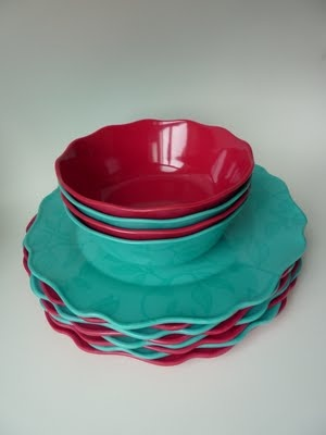 red and aqua bowls and platesFavorite Colors, Red Aqua, Aqua Bowls, Aqua Turquoise, Plates Crack, Everyday Plates, Summer Fun, Guest Rooms, Aqua R