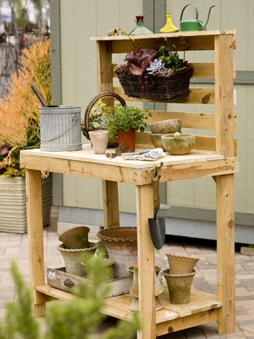 Make your own potting bench using wood pallets.: Pots Tables, Pallets Gardens, Wooden Pallets, Gardens Table, Pallets Ideas, Wood Pallets, Pots Benches, Pallets Projects, Gardens Benches