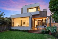 Spectacular residence, perfectly positioned, superbly designed and finished, renovated