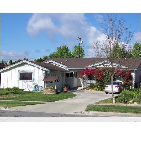 Tiki Lisa Photographs 57 Ranch Home Exteriors In Her Neighborhood