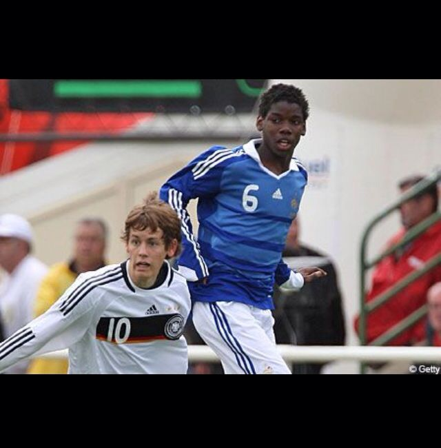 Hier speeld pogba zijn eerste wedstrijd voor de jeugd van Frankrijk tegen Duitsland