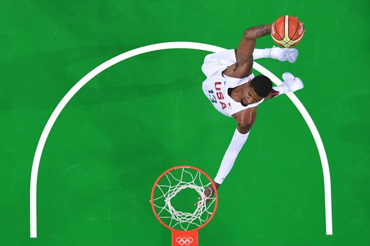 TOPSHOT - An overview shows USA's guard Paul George slam dunking during a Men's round Group A basketball match between USA and Venezuela at the Carioca Arena 1 in Rio de Janeiro on August 8, 2016 during the Rio 2016 Olympic Games. / AFP / Andrej ISAKOVIC        (Photo credit should read ANDREJ ISAKOVIC/AFP/Getty Images)
