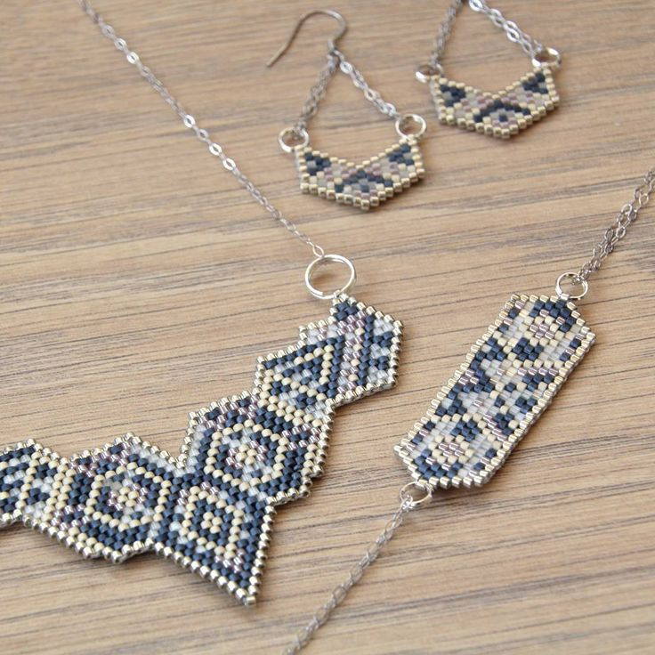 Une parure argent et bleue à retrouver immédiatement dans la boutique ! #jenfiledesperlesetjassume #miyuki #jewelry #instalike #instapic #instafollow #blue #bohemian #boho #cestmoiquilaifait #creativa #navajo #frenchtou chez #jewelrydesigner #tissageperles #chevron #jewels #instajewelry #instajewels #jewellery #jewerly #jewelinspiration #jewellovers #fashionjewelry #jewelrygram #jewelryaddict #jewelrylover #jewelryporn #photooftheday #picoftheday