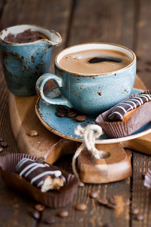 tasse de café avec gâteaux