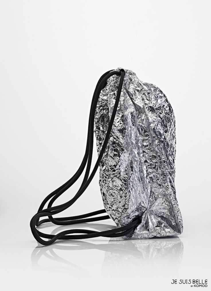 JE SUIS BELLE by KOMOD Bag collection  - PAPER BAG STRING BACKPACK - silver, aluminium, prism - Photo: Máté Balázs