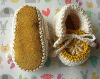 Baby booties. Gold and Cream. 3-6 months. Hand crocheted. Suede soles ༺✿ƬⱤღ  http://www.pinterest.com/teretegui/✿༻