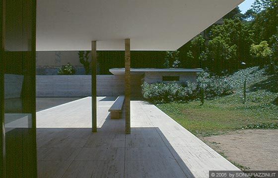 32 best mies van der rohe images on pinterest barcelona for Mies padiglione barcellona