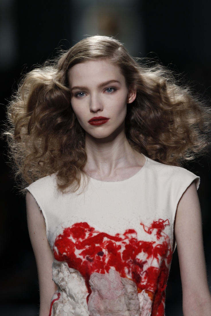 Go-to #hair stylist Guido Palau created this face-framing look for Botega Veneta's Milan #Fashion Week Fall 2013 runway show. The voluptuous curls were the perfect compliment to Pat McGrath's gorgeous burnt orange lip.  OK SO NOT NY FW but I LOVE the style. Would be beautiful tweaked a little for a bride