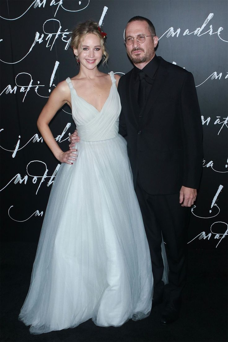 Вместе: Дженнифер Лоуренс и Даррен Аронофски на мировой премьере фильма «Мама!» В Нью-Йорке влюбленные Дженнифер Лоуренс и Даррен Аронофски впервые решились предстать перед фотографами только вдвоем.