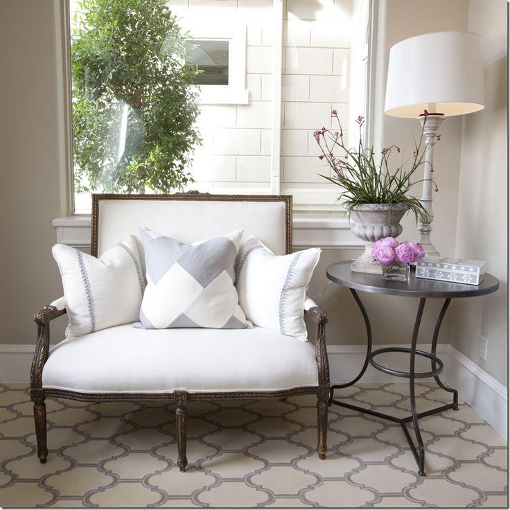 Antique french settee gray and white pillows decoracion pinterest muebles decoraci n - Pinterest decoracion hogar ...
