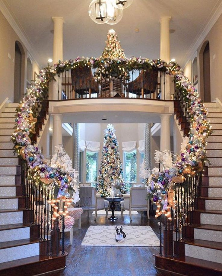 10 Festive Front Doors for the Holiday