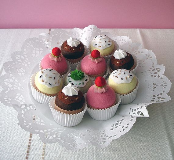 Tons of styles of felt cupcakes (and cookies too). Follow the link.