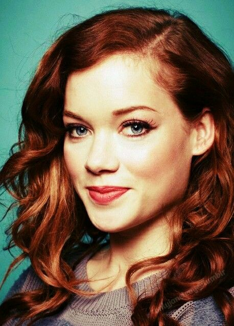 Jane Levy) Hey I'm Victoria, I'm a fiery 20 year old photographer who loves girls ;) Yes I'm lesbian. I'm single and I'm always on the look out
