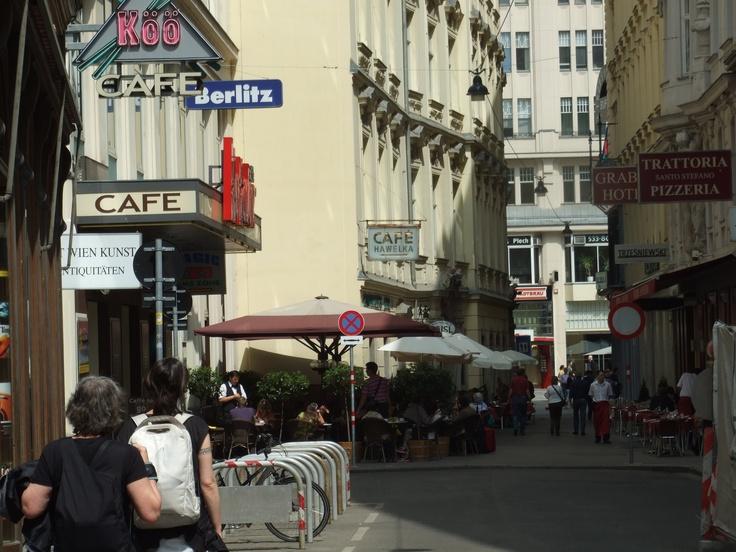 Pleasant place, Café Hawelka