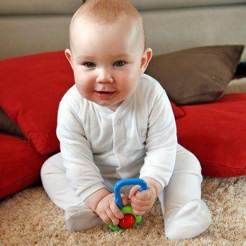 Bebé de 6 meses. Conozca las etapas de desarrollo mental y físico en los primeros seis meses de vida del bebé. Cómo estimular a los bebés de seis meses y acompañar su desarrollo mes a mes. Alimentación y cuidados del bebé de seis meses.