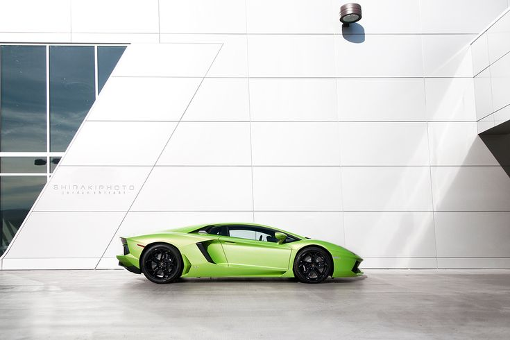 aventador. the body is SO appealing