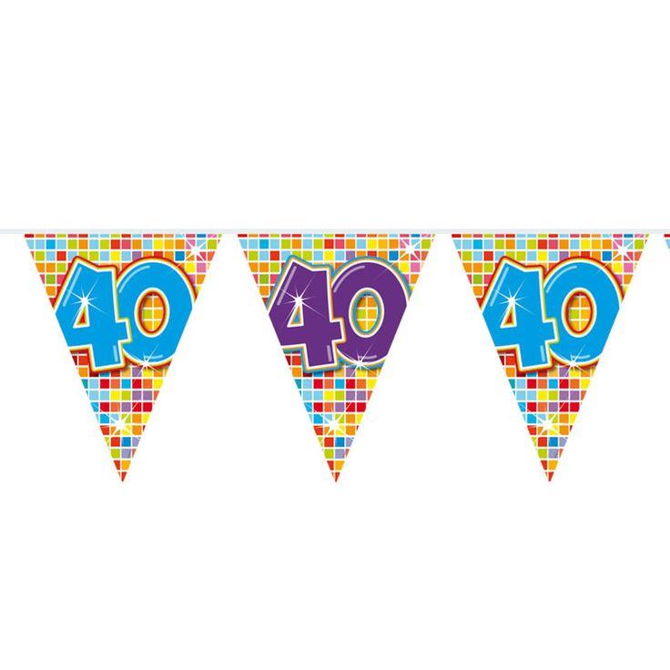 40 jaar en nog altijd fris en fruitig, dat moet gevierd worden! Met deze mini vlaggenlijn creëer jij een goede sfeer voor jouw feestje. Ook leuk voor een 40-jarig huwelijk of jubileum. De slinger is enkelzijdig bedrukt, heeft 12 vlaggetjes en is 3 meter lang.Afmeting:  lengte 3 meter - Mini Vlaggenlijn Blocks 40 jaar, 6mtr.