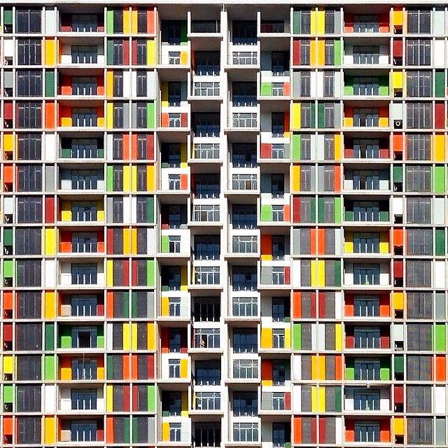 Блог недели: Архитектура турецких городов Йенера Торуна — 32-летний архитектор Йенер Торун снимает современные здания в Турции, стремясь доказать, что здешняя архитектура — это не только помпезные мечети и старые кварталы.