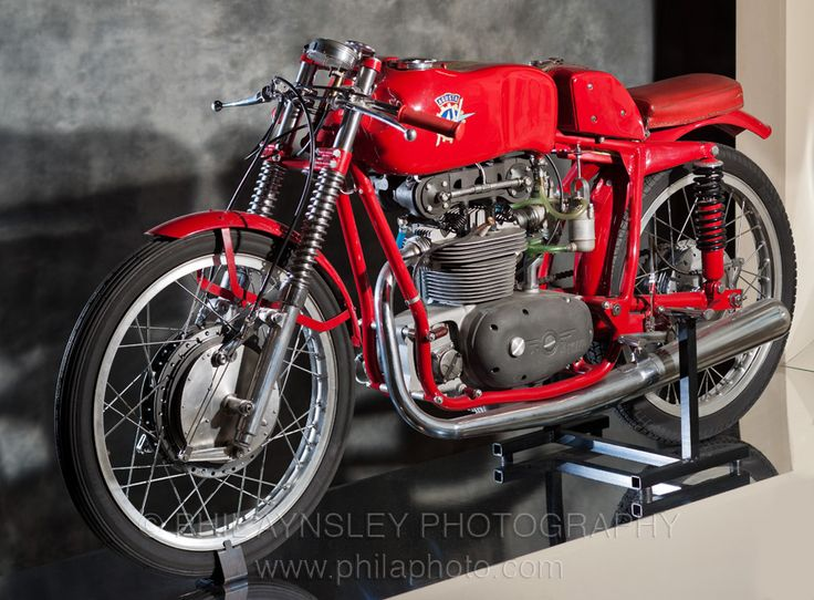 Its's hard to believe that this was built in 1952. What a cool bike - never seen a 125 MV Agusta Bialbero before.