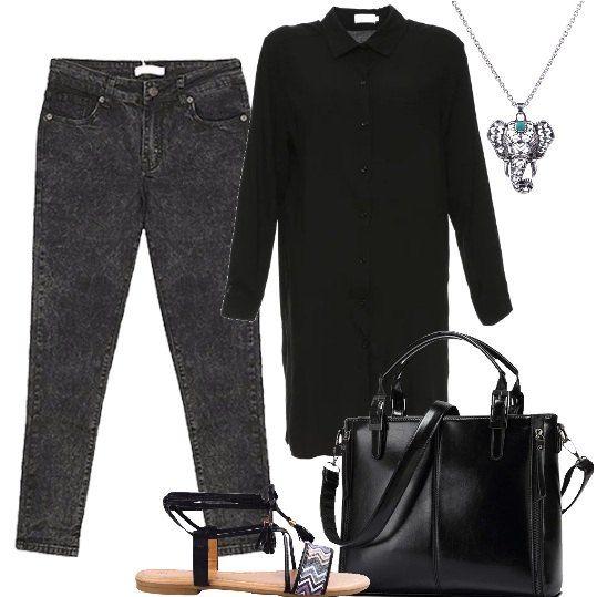 Jeans in denim grigio modello skinny alla caviglia, camicia leggera lunga con bottoni e colletto classico, sandali flat con nastrini alla caviglia, borsa con doppio manico e tracolla chiusura con cerniera, collana con elefantino con pietra azzurra.
