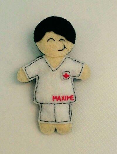 Broche de enfermero personalizado, hecho a mano con fieltro :)