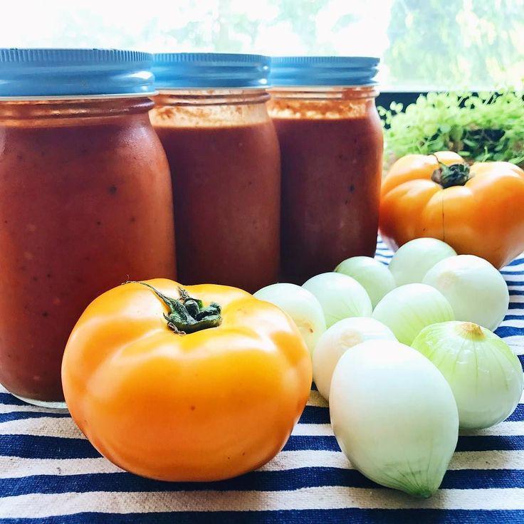 2017.05.31 月最後の日 フレッシュトマトで トマトソースを作りました フレッシュハーブ 新玉ねぎ フレッシュトマト2種 深酸味甘味が爽やかな トマトソースが出来上がりました 様々な料理に使います  Last day of May With fresh tomatoes I made tomato sauce. Fresh herb New Onion 2 kinds of fresh tomatoes Deep acidity refreshing sweetness A tomato sauce was finished. I use it for various dishes.  #tomato #sunnysideup #vsco #foodpic #foodstragram #vscocam #instafood #instavsco #IGersJP #foodphoto #onthetable #vsco_food #vscogram #fodstyling #feedfeed #mycommontable #foodvsco #foodlover…