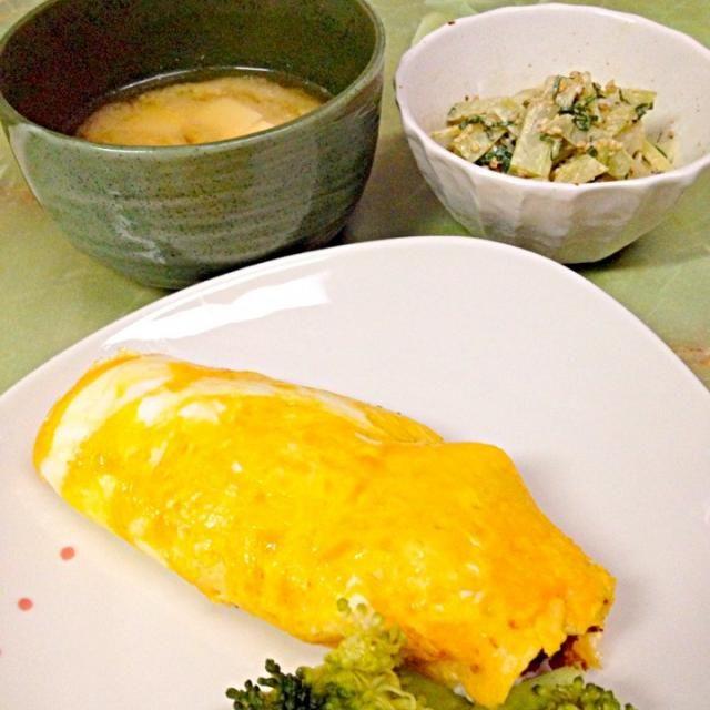 おからカレーの残りに更におからを足して、コロッケ...の予定が揚げてる時に崩れたので、卵でくるんでごまかした。ブロッコリーの芯は大葉とマヨネーズと醤油、胡麻、で和えた。 - 18件のもぐもぐ - おからカレーオムレツ  ブロッコリーの芯の胡麻マヨネーズ和え  豆腐と昆布のお味噌汁 by kikuri