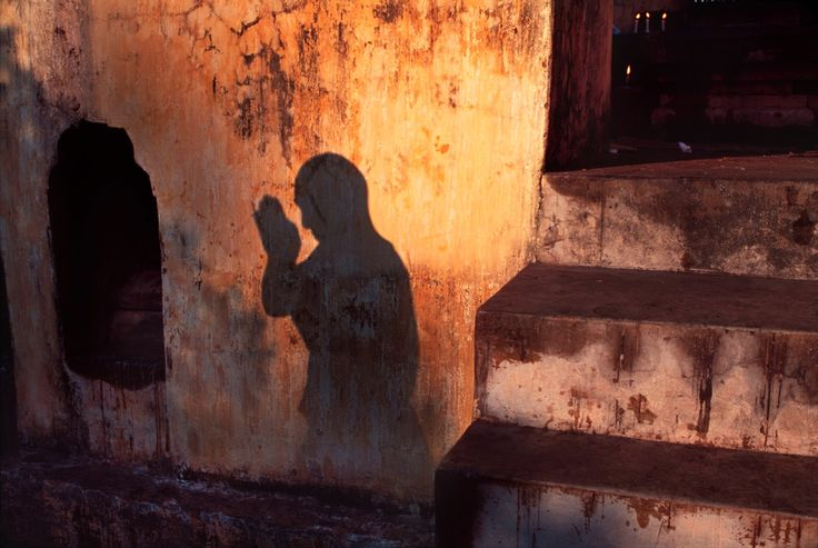 Steve McCurry, INDIA. Bodh Gaya. 2000. Monks prostrate themselves at a prayer festival.