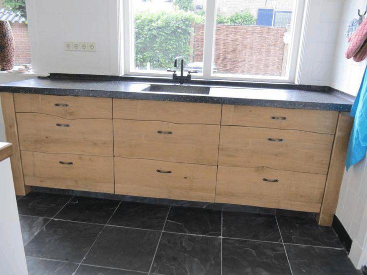 Project in Drempt; Unieke handgemaakte keuken van Ewout Looren de Jong met maatwerk terrazzo aanrechtblad, incl. waterkering, cascade en naadloos meegestorte smetplint en vensterbank.