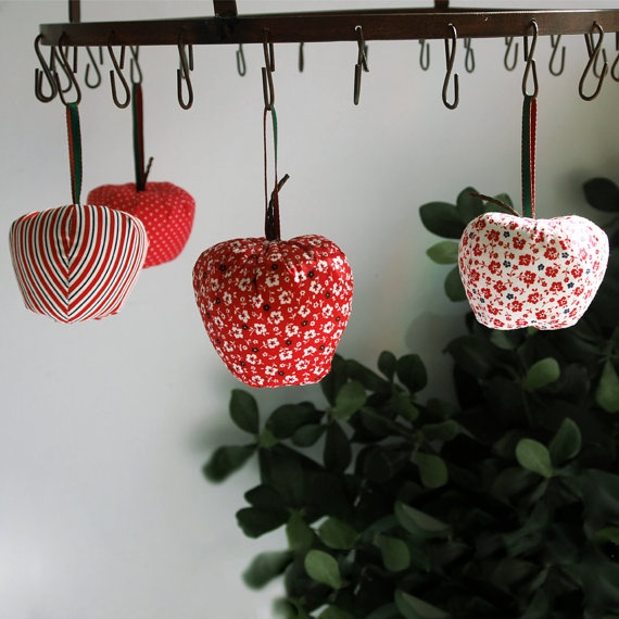 Fabric festive apples by paninohome