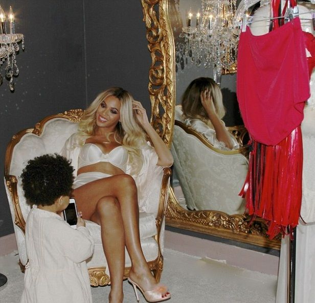 Beautiful photo of Beyonce in gorgeous underwear with her daughter Bleu. So much sweetness.