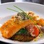 Receta de salmón al horno con una crema de mostazas con tomillo y romero. Exquisito hasta para los que no les gusta el salmón!