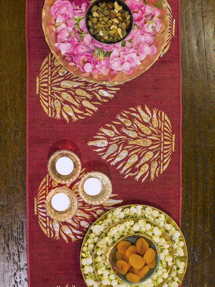 CRAFTY TABLESCAPES #EntertainInStyle with our collection of runners using treasured craft techniques of India. Alfresco or traditional, casual or festive, runners are an effortless way to add individuality & style to any tablescape. #EntertainInStyle #Tablescapes #Foil