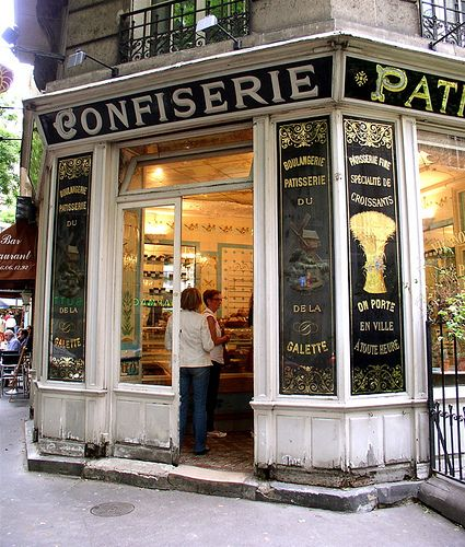 The charming exterior of a wonderful boulangerie/pastisserie in Montmartre
