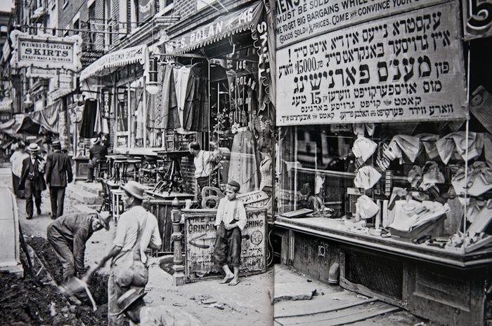 Eugene de Salignac.  Delancey Street on the Lower East Side, 1907.