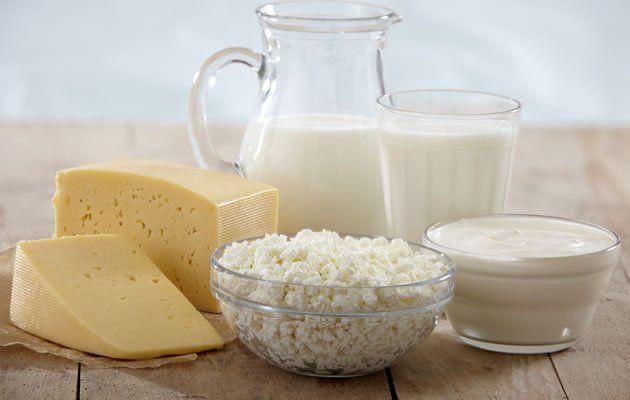 Alimentos com alto valor proteico conseguem proteger seu metabolismo quando você está perdendo peso. Opte por queijos e leite com baixo teor de gordura por terem mais proteína.