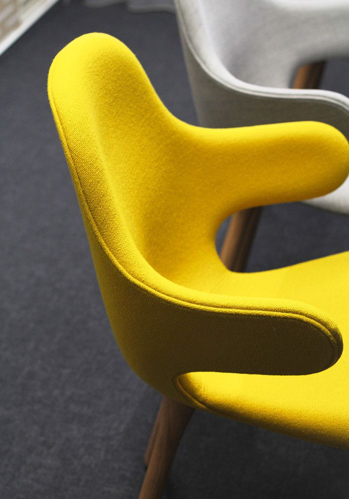 PeckaDesign & DesignVille meeting room: Catch Chair by &tradition.