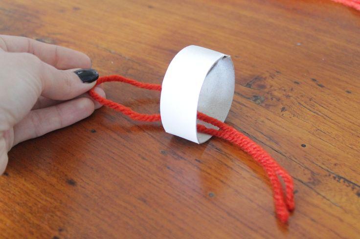 step 4 passate il filo all'interno del cerchio di cartoncino  pass the wire inside the circle of cardboard