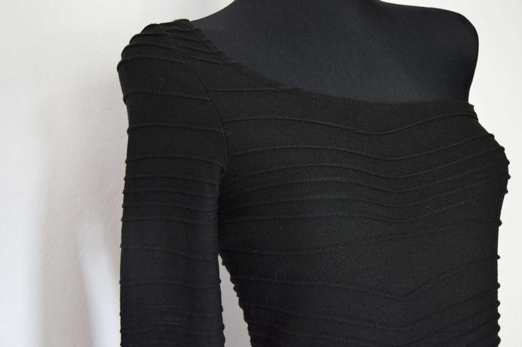 Czarna sukinke na jedno ramię, z rękawem S